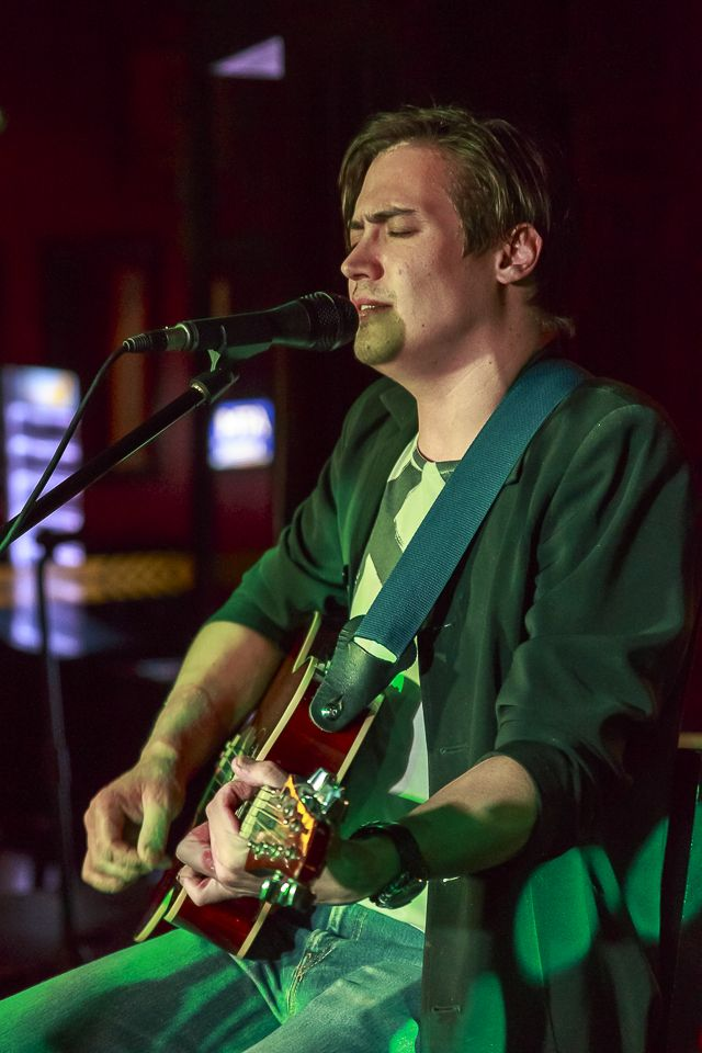 Nico Mouton performing live at Firkin Centurion
