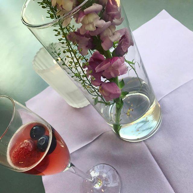Go for a summer cocktail 🍸☀️🌸💜_______________________________________  #love2live #lifestyle #denmark #scandinavianstyle #chic  #mitodense #odensebloggers #aarhus #københavn  #odense #beautiful  #fashion #fashionlook #nailfashion #shootwithlove #lifestylephotography #livsstilsblog #details #fashionstyle  #fashionist #fashionaddict #domoreofwhatmakesyouhappy  #travel #explorer #blondehair #greeneyes #bloglovin #cocktail