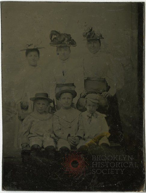 [Charles Blieffert, his mother, and unknown relatives] - Charles (Karl) Blieffert photograph album