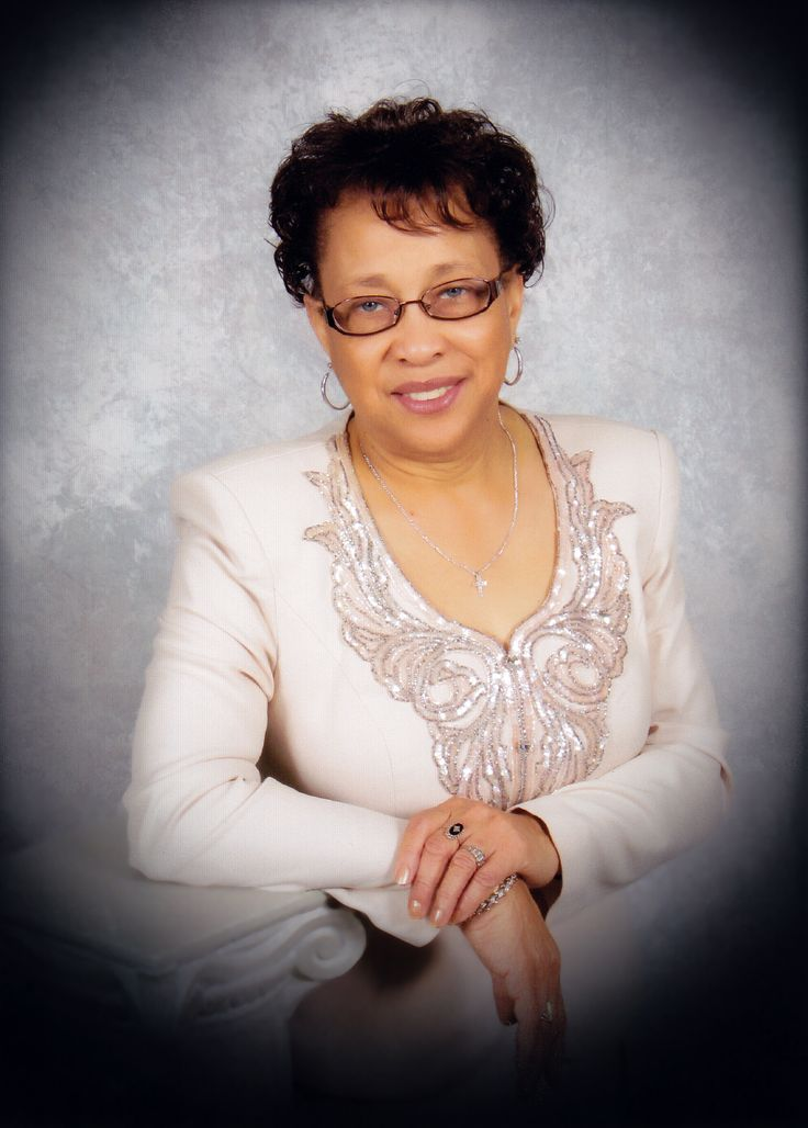 """Dr. Pearlie Murray Brown was the first professional African-American staff employee at Gaston College in Kings Mountain, N.C.. She has also worked for four years in the public school system as a high school librarian and elementary teacher. She has been accredited by press headlines as """"More than a Librarian,""""."""