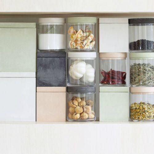 砂糖も固まらず保存、容器のみで調湿できるフードコンテナ。