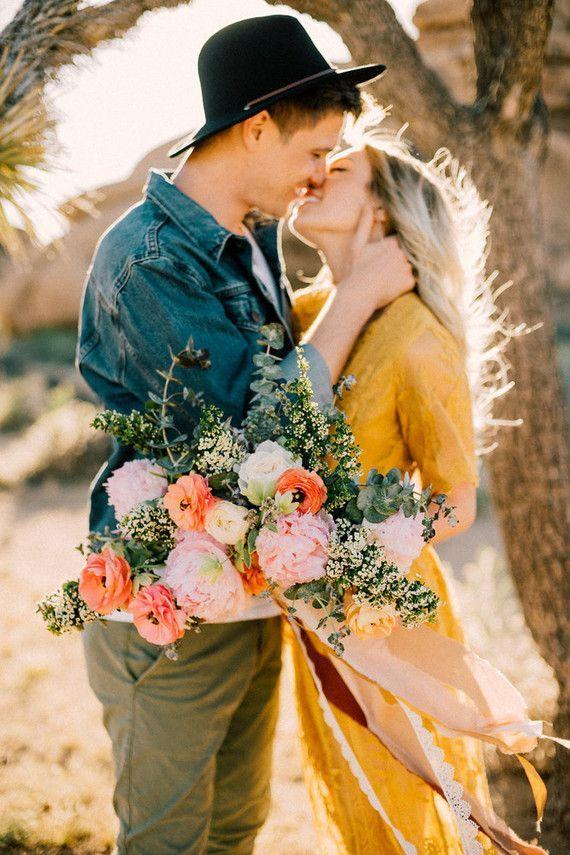 Boho engagement shoot in Joshua Tree – Couples Poses