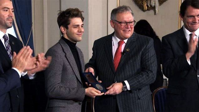 Xavier Dolan parmi les plus jeunes à recevoir la Médaille d'honneur de l'Assemblée nationale