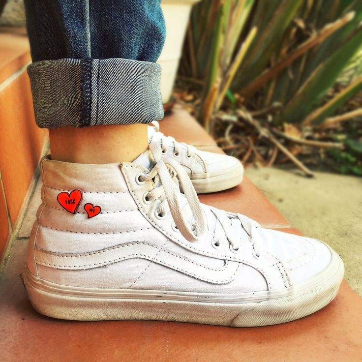 White high top vans with lapel heart pins. Cute grunge street style for summer. How to wear Vans.