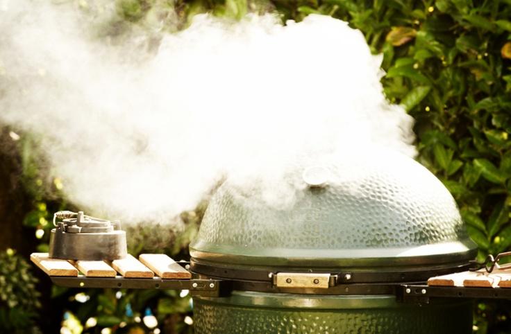 Grillen, bakken, braden, stoven met de Big Green Egg houtskoolsbarbecue.