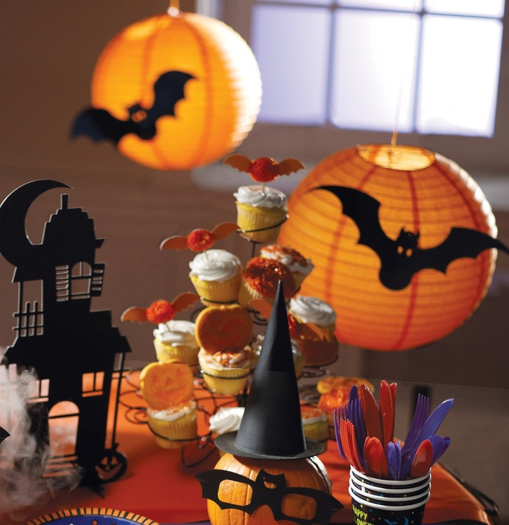 Cute for a Halloween Party!: Halloween Parties, Birthday Parties, Paper Lanterns, Lanterns Faces, Bats Parties, Jack O' Lanterns, Lanterns Or Jack, Cut Outs, Parties Lov Bats