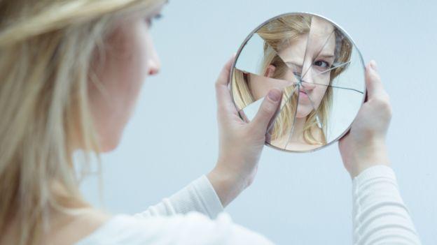 Le terapie contro il cancro possono avere effetti collaterali evidenti, come la perdita dei capelli. Ecco alcune delle soluzioni a disposizione delle donne.