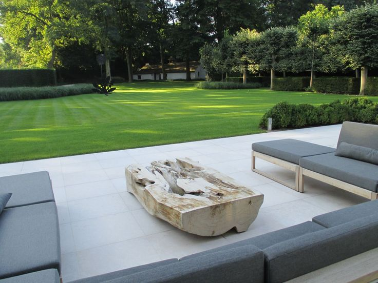 Contemporary lawn by Vertus. www.vertus.net