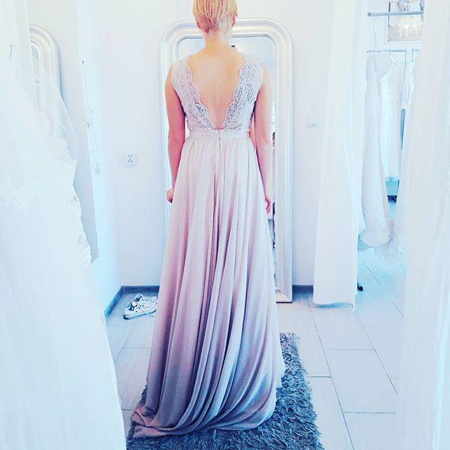 Wczorajsze przymiarki we wspanialej atmosferze ♡♡♡♡♡ nasza kolekcja przed premiera! #bridetobe #weddingroomgdynia #weddingroom #bride2017 # #newseason #newcollection #sand #colordress #incolor #pink #blush #dusty #gray #boho #rustykalne #rustic #gypsy #gdynia #malykack #kack #kackgdynia #local #plecy #koronka #laces