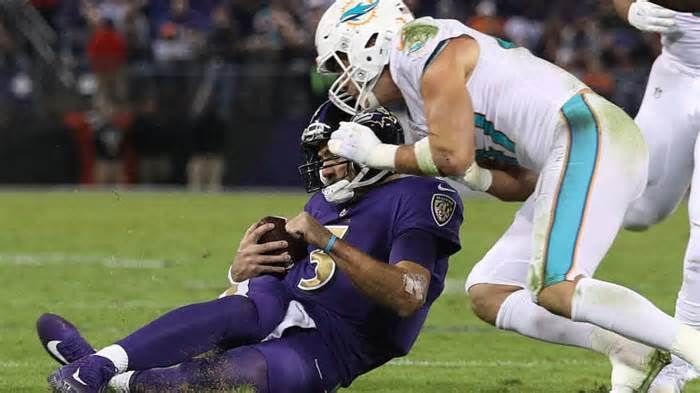 Dolphins' Kiko Alonso: 'No way' to avoid dangerous, illegal hit to sliding Joe Flacco The NFL goes to great lengths to protect quarterbacks because without them the game devolves into pretty much what we see from the Browns' offense every week. But football is also played ... dangerous and ultimately illegal hit on Ravens quarterback ...