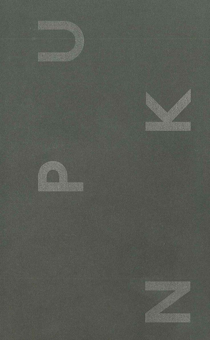 Catálogo de la exposición PUNK. Sus rastros en el arte contemporáneo, coeditado por la Consejería de Empleo, Turismo y Cultura, Dirección General de Bellas Artes, del Libro y de archivos de la Comunidad de Madrid y la Diputación Foral de Álava. El punk apareció como una explosión a finales de los años setenta. Músicos, artistas, diseñadores, activistas y jóvenes desesperanzados reaccionaban con rabia frente a la crisis social, cultural y económica de una época.