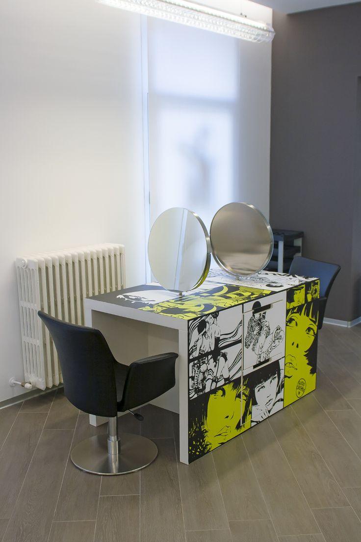 Graphica. – Interno 14 Tolmezzo: rivestimento tavolo con adesivo polimerico