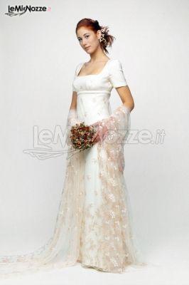 http://www.lemienozze.it/gallerie/foto-abiti-da-sposa/img20169.html Abito da sposa con manica corta e velo in pizzo