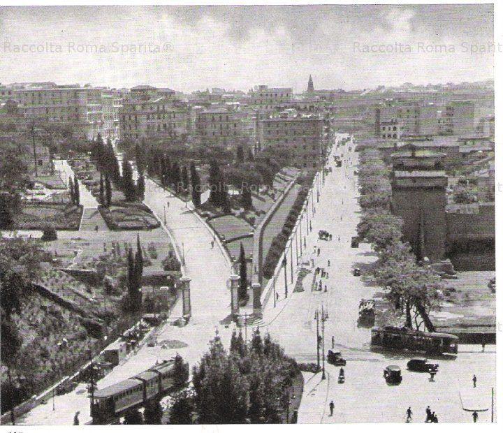 Il Parco Oppio e via Labicana visti dall'alto del Colosseo. Anno: 1940