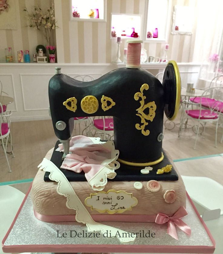 Le Delizie di Amerilde.  Sewing machine  cake. www.ledeliziediamerilde.it