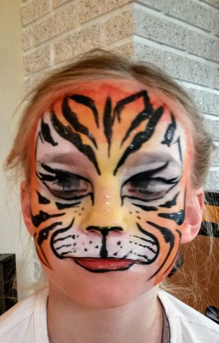 Face painting tiger by kerstin