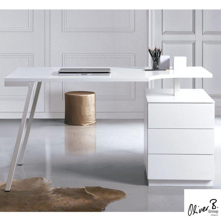 Home Office de Oliver B es un escritorio con cajonera incorporada para mantener tus papeles perfectamente colocados.