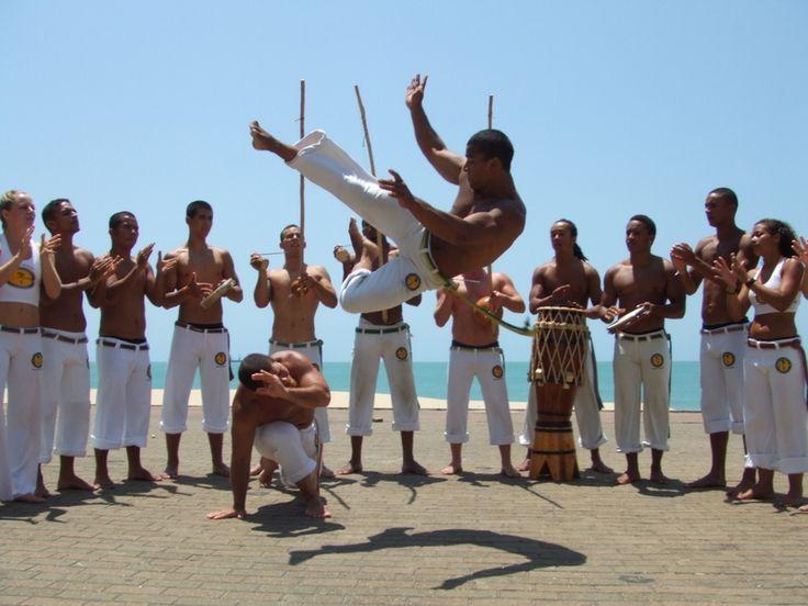 CAPOEIRA - É uma expressão Cultural Afro-brasileira. Mistura luta, dança e música embalada pelo som do berimbau e padeiro. CAPOEIRA is an Afro-Brazilian Cultural expression. Mixes fight, dance, and music.