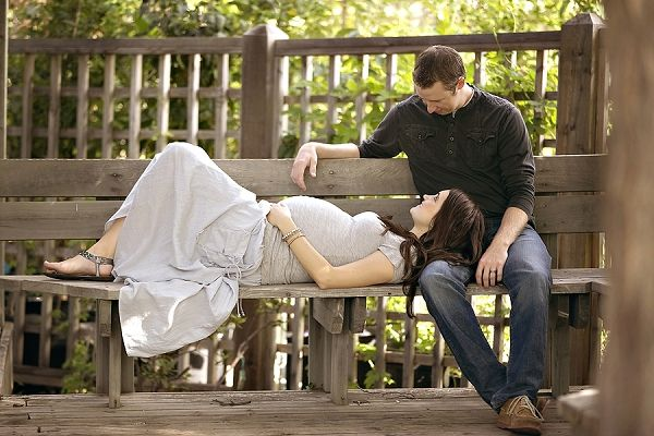Maternity photo style inspiration on COUTUREcolorado Baby blog | outdoor garden couple pregnancy shoot | by maternity photographer Tiffany Rebecca Photography | featuring park bench | casual fashion, what to wear for your baby bump {more photos on blog}