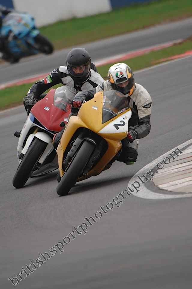 Yamaha R1 2002 - at Donnington with Rob on his old CBR600RR - past bike