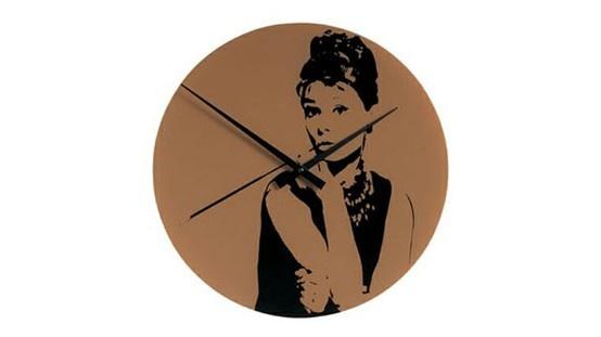 Descubra el reloj de cristal Audrey Hepburn diseñado por Mark Hughes.