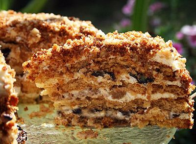 Медовый торт с черносливом- may be not so healthy, but so TASTY :) Honey Cake with Prunes