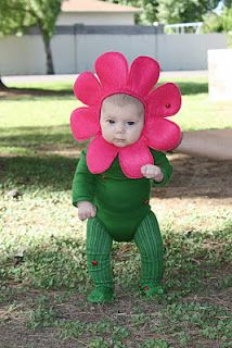 Cute Halloween Costumes for Kids: A little flower has come to visit.