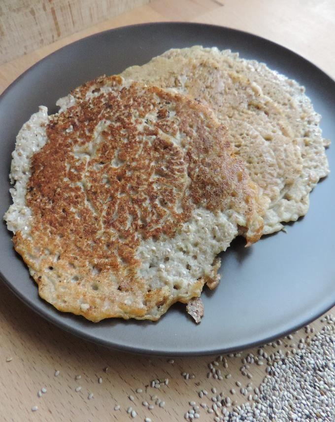 Kan je ook boekweitpannenkoeken zonder ei maken? Gelukkig voor wie allergisch is of veganistisch wil eten, kan je ook zonder eieren lekkere pannenkoeken maken...