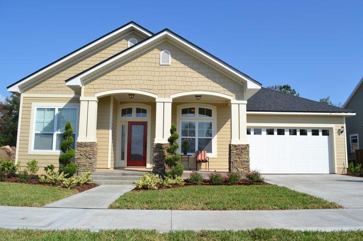 www.modelos de lindas casas.com | Fachada de casa de un piso beige con garaje y un toque de estilo de ...