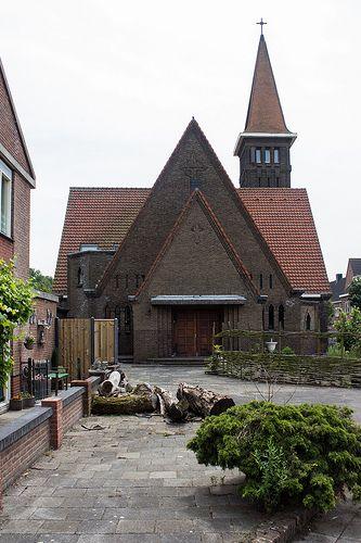 Sint-Bonifatiuskerk at the Alcorplein Heijplaat Rotterdam #Heijplaat #Port #Rotterdam #010 #Holland #Dutch #Harbor #Dock #City #Urban #Life #Buildings #Nature #Roffa #Netherlands #Canon #700D