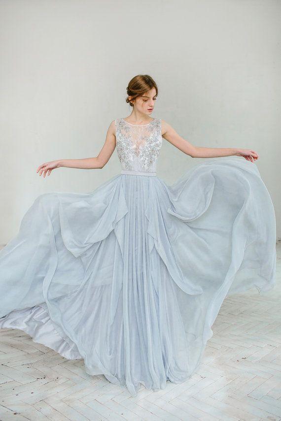 Silver grey wedding dress // Lobelia von CarouselFashion auf Etsy