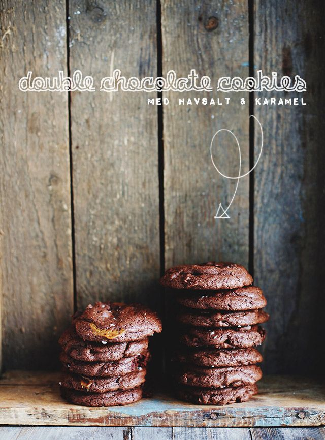 I går bagte jeg, måske verdens bedste cookies, eller i hvert fald de bedste jeg nogensinde har smagt. De er den perfekte kombination af sødt, salt, sprødt og cremet – en himmelsk mundfuld af mørk chokolade, blød karamel og en smule havsalt. Jeg kan allerede nu advare, at de er utrolig farlige at være alene …
