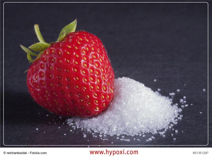 Ernährungsmythos: Fruchtzucker ist besser als Kristallzucker. Die sehr süße Fruktose kommt natürlicherweise in Früchten vor. Sie wird aber auch billig aus Mais hergestellt und viele Fertigprodukten zugesetzt. Fruktose regt die Fettproduktion der Leber an. Das könnte eine Vielzahl unerfreulicher Auswirkungen haben, vermuten Wissenschaftler: Von Gewichtszunahme über Stoffwechselstörungen und Diabetes bis zu Gicht.
