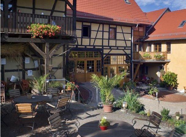 www.lokalfinder-thueringen.de/lokal/hofcafe-im-lehmhof-lindig Am Fuße der Leuchtenburg in der Nähe von Kahla liegt der Lehmhof Lindig mit seinem hübschen Hofcafe. Entspannt euch   bei Kaffee oder Tee und frischem selbst gebackenen Kuchen oder einer Kräutersuppe.