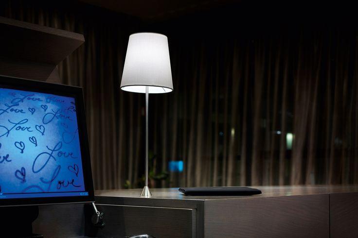 Lucilla lampička světlá s kovovou lakovanou konstrukcí / lamp