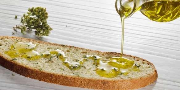 Olio d'oliva o olio extra vergine di oliva? Impara a conoscere questo prezioso alimento con noi. Segui il nostro blog http://www.frantoiomuraglia.it/blog/?p=215