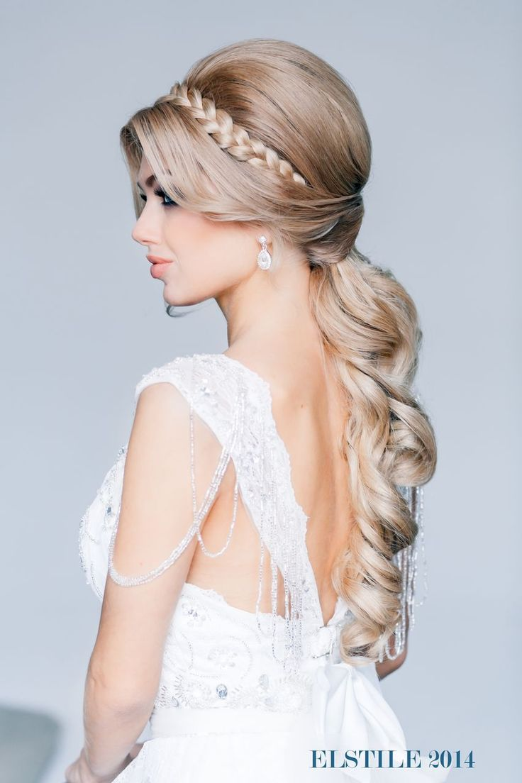Wedding hairstyle with braid. ||  Via Elstile.  ||  #wedding #hair #bride