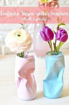 Hier findest du eine einfache Bastelanleitung um Vasen aus alten Blechdosen zu machen. Das DIY geht sehr schnell und kinderleicht.