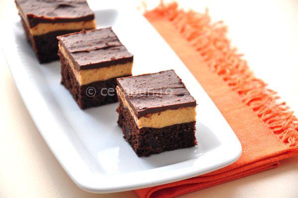 Trufe de ciocolata cu unt de arahide: cum se fac. Reteta de negresa (brownie) cu unt de arahide si glazura de ciocolata.