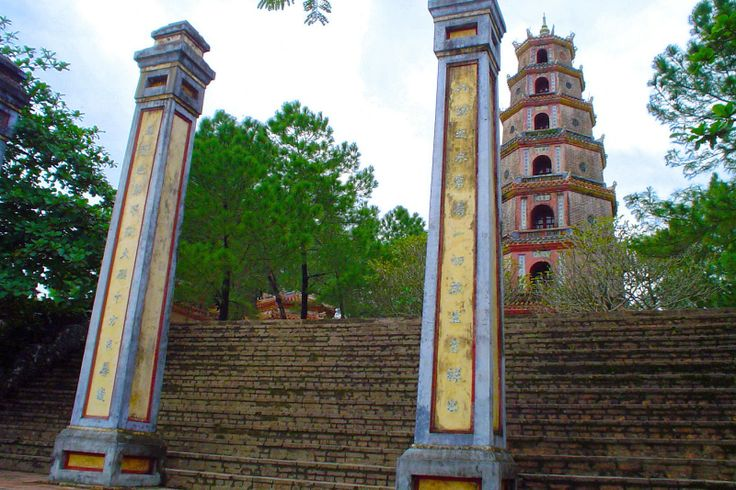 http://www.vietnamitasenmadrid.com/hue/que-ver-hue-vietnam.html Pagoda Thien Mu - Hue - Vietnam