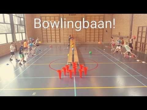 Bowlingbaan in de gymles - YouTube