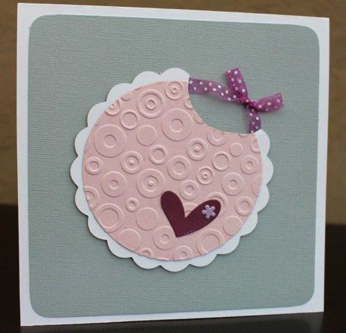 """Bonjour! Pour féliciter les naissances autour de moi, j'ai réalisé quelques cartes...je crois que j'aurai un peu d'avance! Voici les cartes """" bavoirs"""": les cartes """"habits pendus """" la carte """"grenouillère""""...assez longue à faire à cause des cercles et dentelles....."""