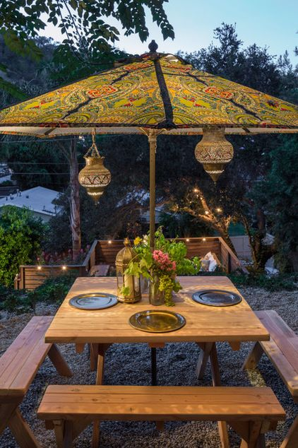 Find an artistic community. Laurel Canyon in Los Angeles is a hotbed of new bohemians. The community is full of artists, actors, designers, writers and musicians who eschew the usual trappings of the Hollywood lifestyle. At actor Ian Harding and artist Sophie Hart's house, a paisley umbrella and Moroccan lanterns set the scene for alfresco meals.