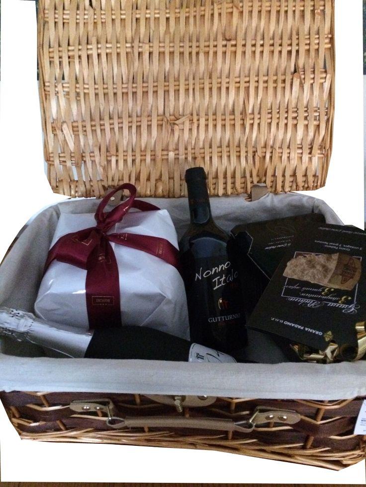 #Confezione #Regalo!!!! #Cestino picnic con #vini #doc e selezionati #prodotti locali.