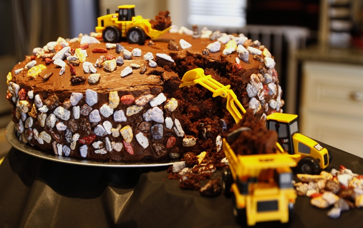 CONSTRUCTION THEME CAKE...by LAUREN FONTANA