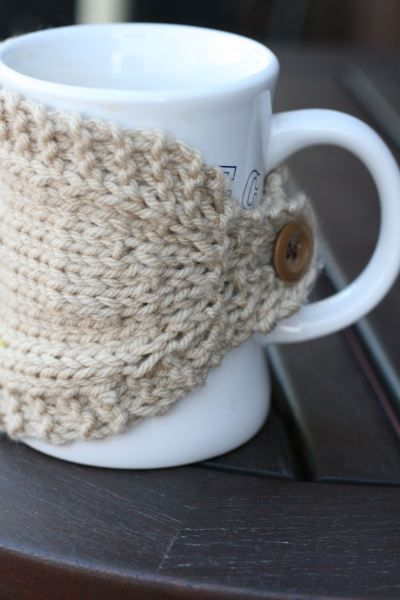 Knitted mug cozy. I can totally knit this!
