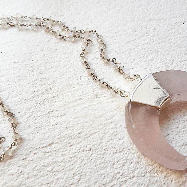 Moonstone chain with rose quartz and silver horn. Layer this baby up like there's no tomorrow 🏵💮🌸 #zoealexandria #jewellerymaker #bohemejewels #handmadeinbondi #gemstone #rosequartz #moonstone