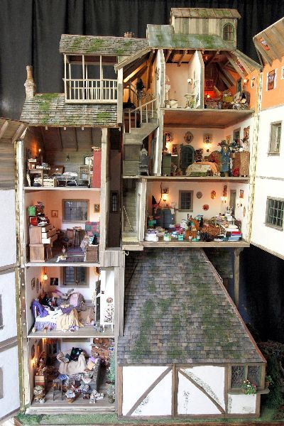 Absolutely breathtaking Harry Potter dollhouses! I might want to get my future children a miniature Hogwarts and NO OTHER TOYS. What more would they need?:
