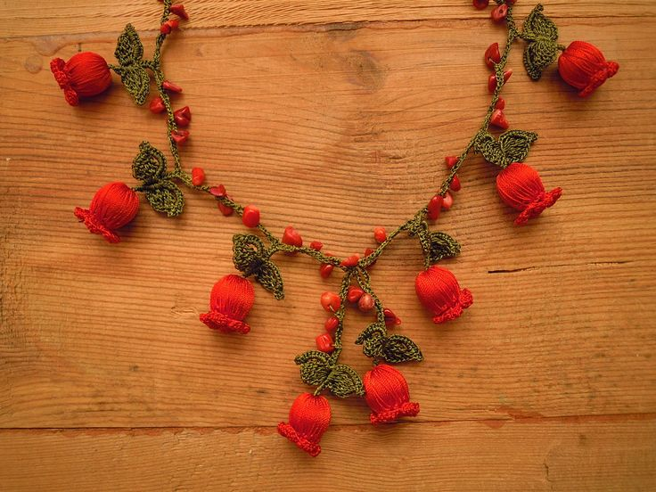 crochet necklace wih red flowers $22 https://www.etsy.com/shop/PashaBodrum?ref=si_shop