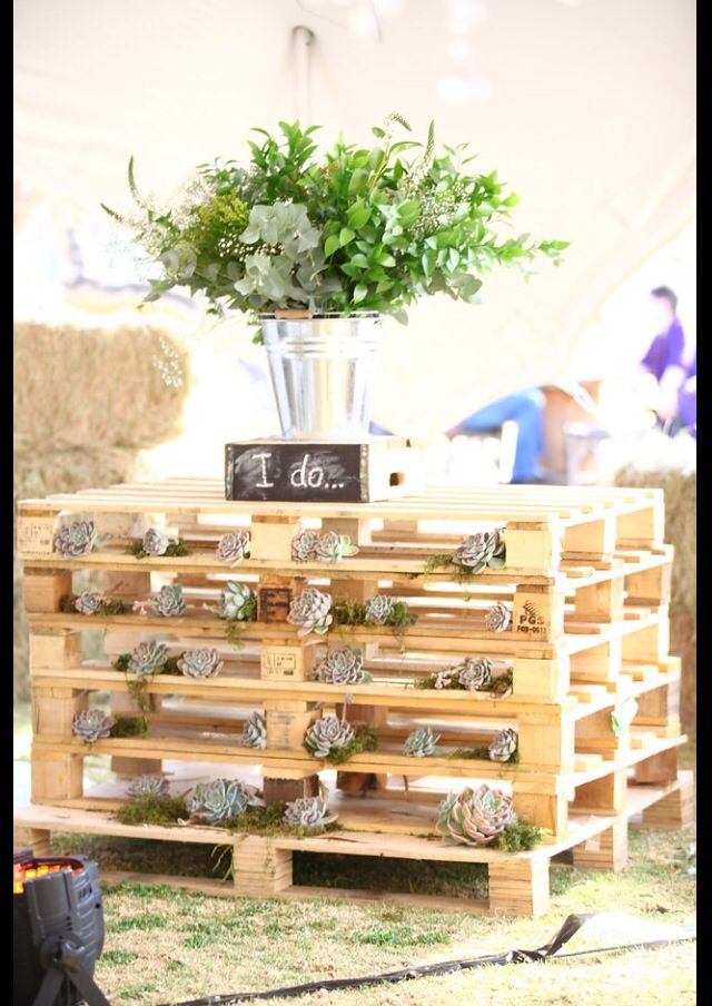 Rustic touches of pallets and flowers worked great to fill empty space
